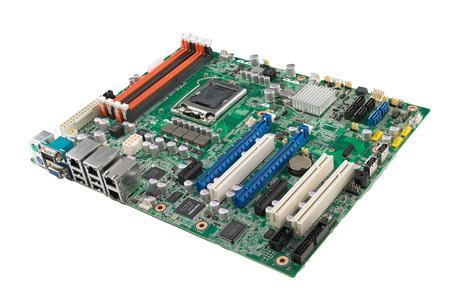 Carte mère industrielle Advantech ASMB-781G2 et ASMB-822 au format ATX