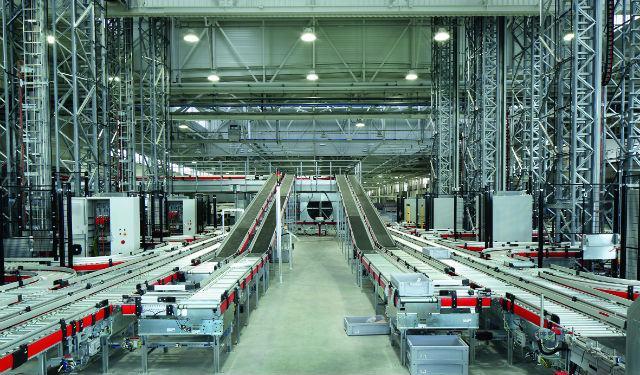 Photo d'une ligne de production dans une industrie